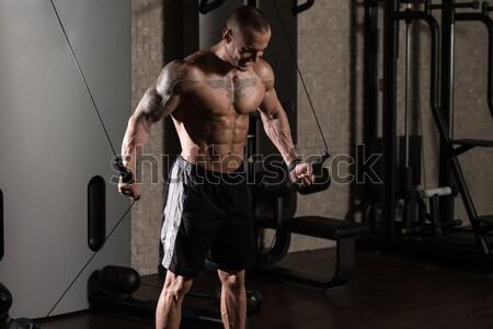 Jeunes bodybuilder exercice gymnase deux Photo stock © Jasminko