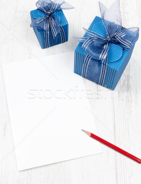 Carton rouge crayon bleu coffrets cadeaux blanche Photo stock © jaycriss