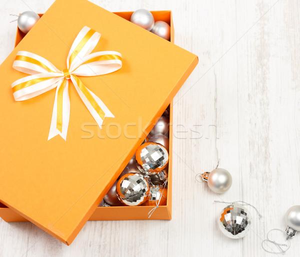 Orange Noël coffret cadeau argent haut vue Photo stock © jaycriss
