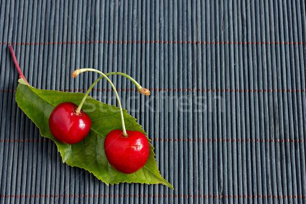 2 新鮮な チェリー 葉 竹 テーブルクロス ストックフォト © jaycriss