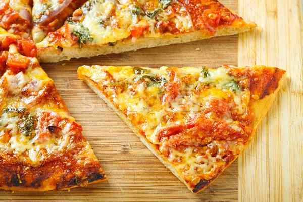Plaster domowej roboty pizza deska do krojenia Zdjęcia stock © jaykayl