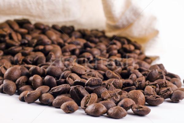 Koffiebonen uit zak achtergrond vers Stockfoto © jaykayl
