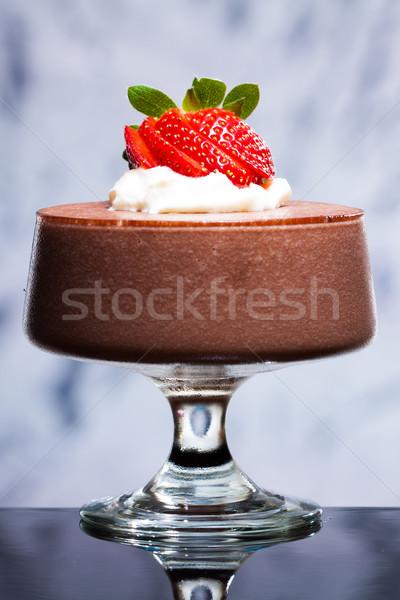 Chocolademousse aardbeien room dessert slagroom Stockfoto © jaykayl