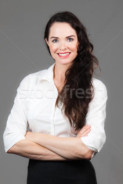 портрет счастливым деловой женщины молодые оружия сложенный Сток-фото © jaykayl
