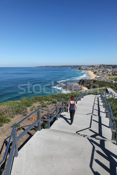 Newcastle tengerparti nő újonnan részleg séta Stock fotó © jeayesy