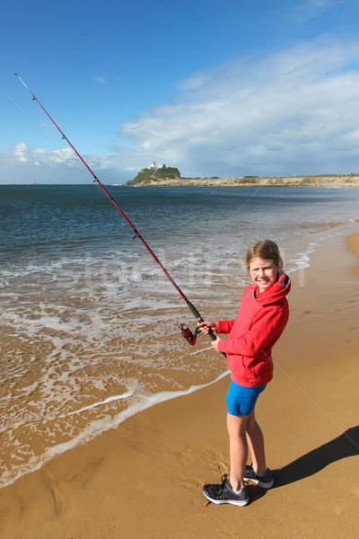 Lány halászat Newcastle kikötő Új-Dél-Wales fiatal lány Stock fotó © jeayesy