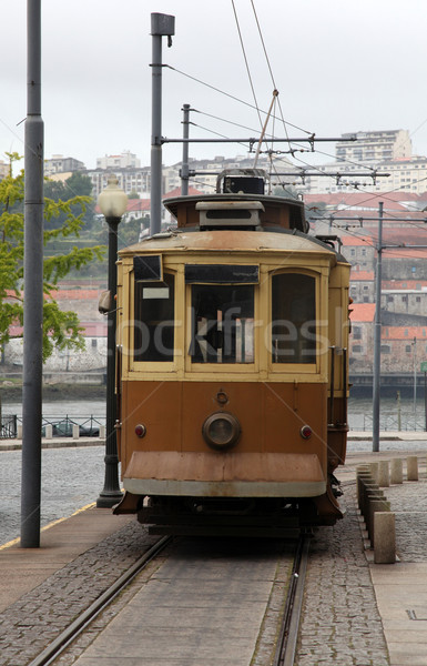 Tram Portugal traditionnel vintage ville rue Photo stock © jeayesy