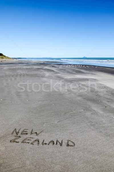 Új-Zéland tengerpart írott homok észak szigetek Stock fotó © jeayesy
