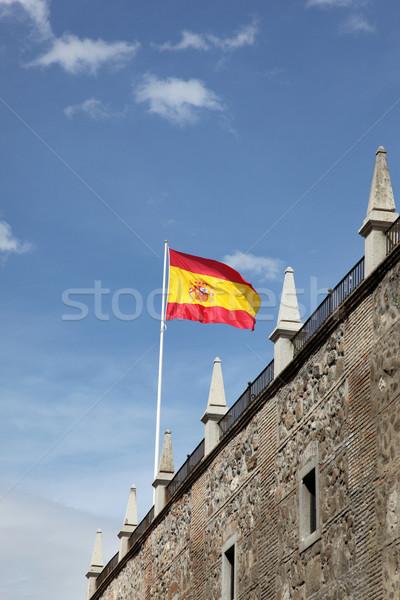 Spaanse vlag vliegen wind historisch steen gebouw Stockfoto © jeayesy