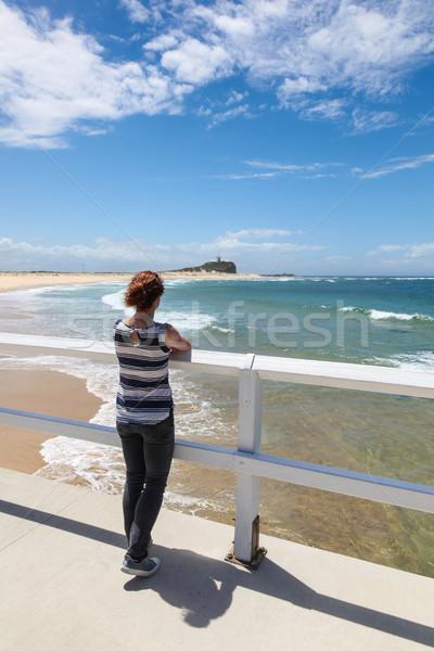 Tengerpart Newcastle Ausztrália nő kilátás kevés Stock fotó © jeayesy