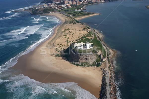 Playa newcastle Australia faro Foto stock © jeayesy