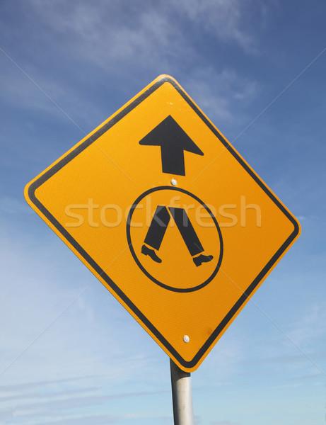 Voetganger teken blauwe hemel Blauw veiligheid Stockfoto © jeayesy
