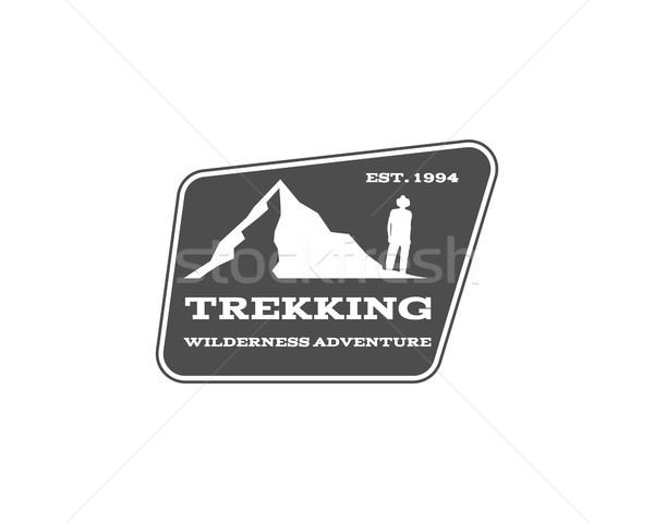 Vintage montagne randonnée trekking camp logo Photo stock © JeksonGraphics