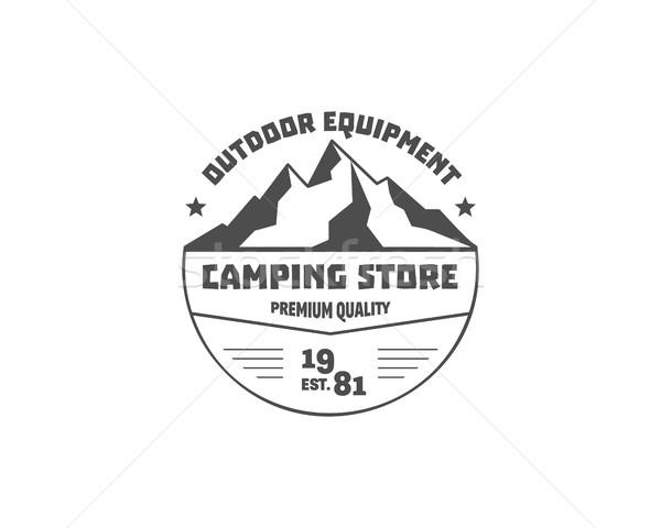 Vintage montagne camping magasin badge extérieur Photo stock © JeksonGraphics