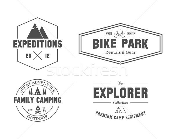 集 戶外 探險者 家庭 營 徽章 商業照片 © JeksonGraphics