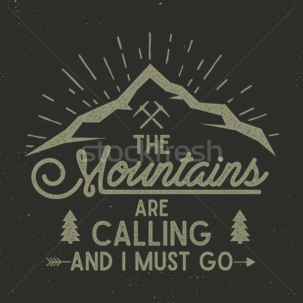 Montagnes appelant affiche explorateur vintage dessinés à la main Photo stock © JeksonGraphics