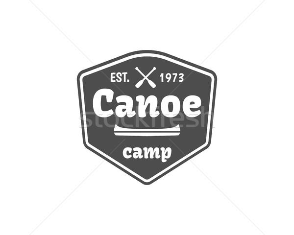 Vintage montana rafting campamento logo etiqueta Foto stock © JeksonGraphics