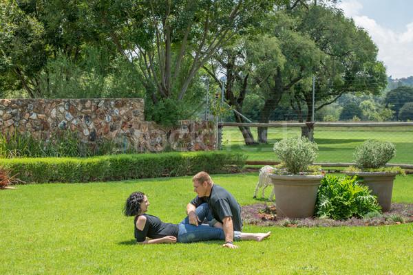 Pareja verano sentarse césped jardín Foto stock © JFJacobsz