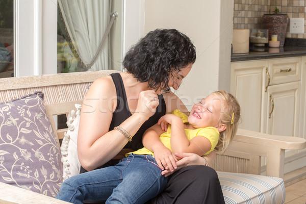 Anya lánygyermek szórakozás veranda fiatal játszik Stock fotó © JFJacobsz