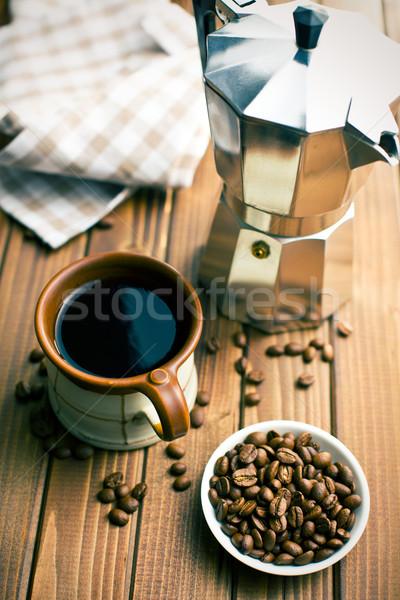 Koffie koffiebonen koffiezetapparaat houten tafel metaal keuken Stockfoto © jirkaejc