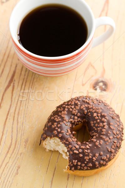 Donut café noir table en bois alimentaire café chocolat Photo stock © jirkaejc