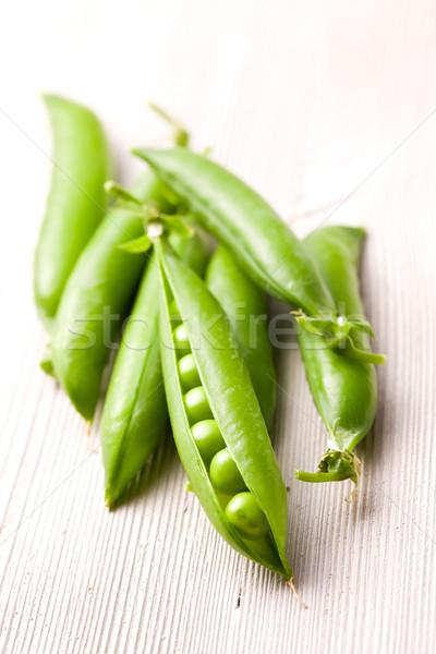 Friss zöld zöldborsó konyhaasztal étel eszik Stock fotó © jirkaejc