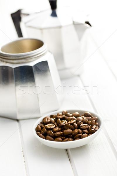 Koffiebonen kom koffiezetapparaat witte houten koffie Stockfoto © jirkaejc