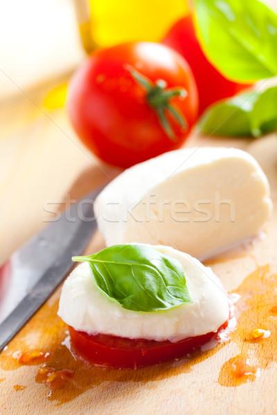 Friss mozzarella paradicsom bazsalikom piros saláta Stock fotó © jirkaejc