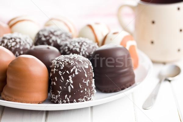 チョコレート カバー 台所用テーブル 歳の誕生日 キャンディ プレート ストックフォト © jirkaejc