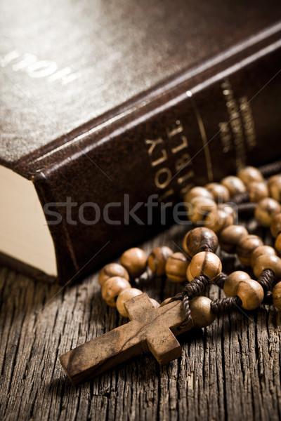 Holz Rosenkranz Bibel Buch beten antiken Stock foto © jirkaejc