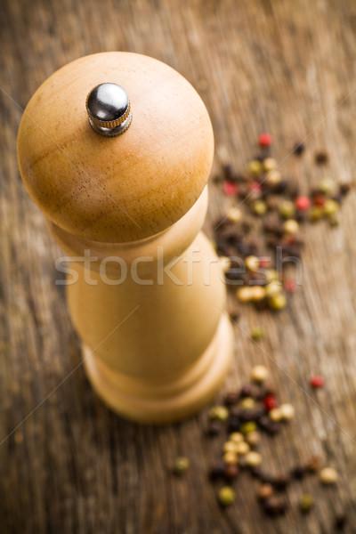 Primer plano molinillo de pimienta edad mesa de madera alimentos Foto stock © jirkaejc