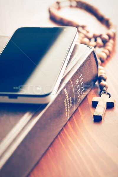 смартфон святой Библии четки телефон древесины Сток-фото © jirkaejc