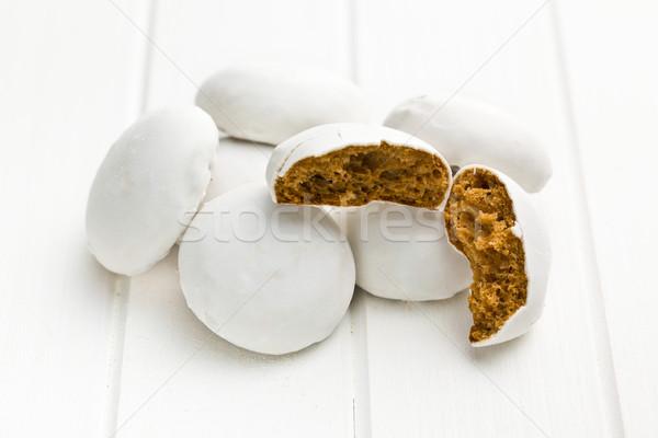 Glacê pão de especiarias branco mesa de madeira comida quebrado Foto stock © jirkaejc