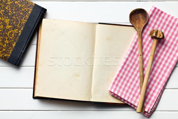 Starych przepis książki sprzęt kuchenny górę widoku Zdjęcia stock © jirkaejc