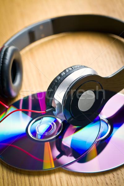 Fones de ouvido cd mesa de madeira música tabela móvel Foto stock © jirkaejc