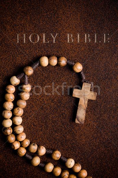 Houten rozenkrans bijbel boek bidden antieke Stockfoto © jirkaejc
