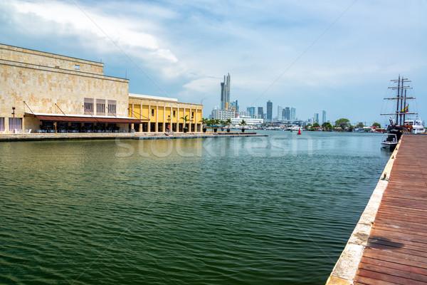 Colombie bord de l'eau pirate navire gratte-ciel visible Photo stock © jkraft5