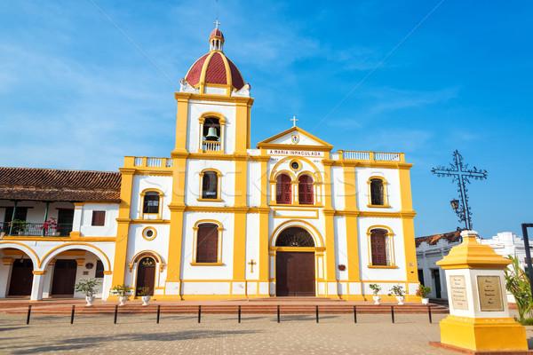 Kościoła żółty biały historyczny centrum Święty mikołaj Zdjęcia stock © jkraft5