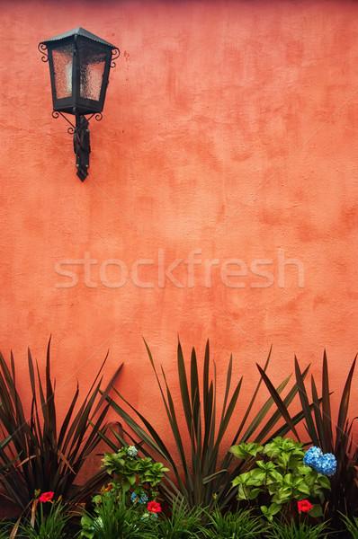 Kırmızı sömürge duvar fener ışık dizayn Stok fotoğraf © jkraft5
