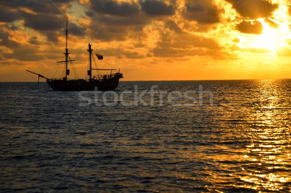 Pirackich statku Świt pomarańczowy Karaibów morza Zdjęcia stock © jkraft5