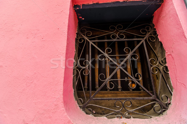 Colonial pared ventana edad rosa edificio Foto stock © jkraft5