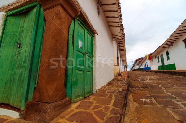 Eski sömürge sokak köşe görmek gökyüzü Stok fotoğraf © jkraft5