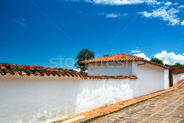Blanco colonial arquitectura carretera edificio pared Foto stock © jkraft5
