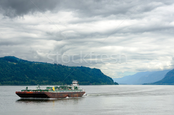 Barge in Columbia River Stock photo © jkraft5