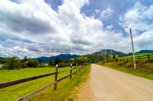 Vidéki vidéki út fából készült kerítés égbolt felhők Stock fotó © jkraft5