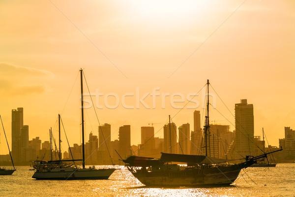 Hajók felhőkarcolók naplemente égbolt ház épület Stock fotó © jkraft5