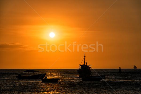 łodzi wygaśnięcia sylwetki wybrzeża Święty mikołaj Zdjęcia stock © jkraft5