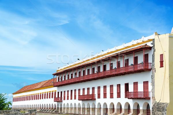 Beyaz sömürge binalar kırmızı Stok fotoğraf © jkraft5
