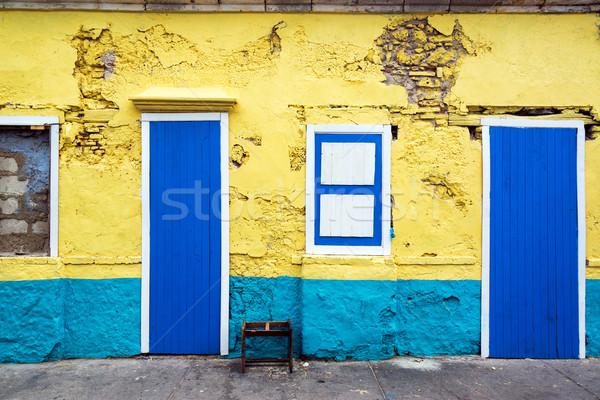 Sarı mavi Bina dış eski Stok fotoğraf © jkraft5
