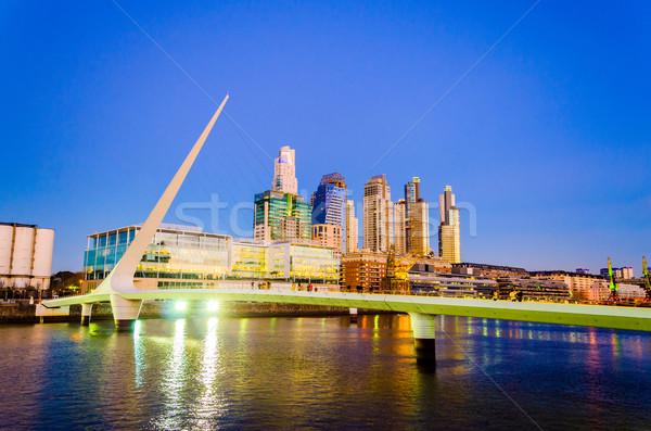 Buenos Aires éjszaka híd előkelő felhőkarcolók környék Stock fotó © jkraft5